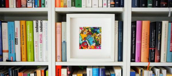 Zeichnung von Etelka Kovacs-Koller im Bücherregal #LauteHerzen